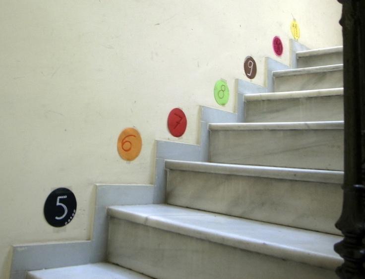 Decorem l'escala per comptar graons.