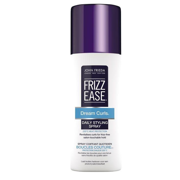 John Frieda Frizz Ease Dream Curls Daily Styling Spray 200ml Återställer elasticiteten och stunsen i naturliga lockar. Lämnar håret mjukt och glansigt. Utan alkohol. Innehåller värmeskydd. Användning: Skaka väl. Spraya rikligt i fuktigt hår och fördela jämnt. Krama små delar av håret för att skapa definition i lockarna. Lufttorka eller föna med hjälp av en diffuser. 99 Kr