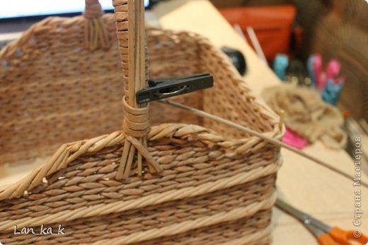 Поделка изделие Плетение Первая корзина для пикника Бумага газетная Трубочки бумажные фото 8