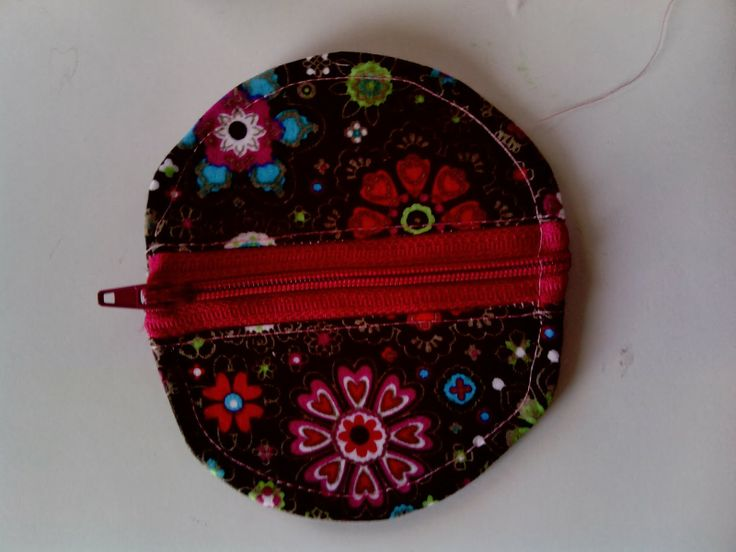 Photo tutorial on making this cute little pouch!