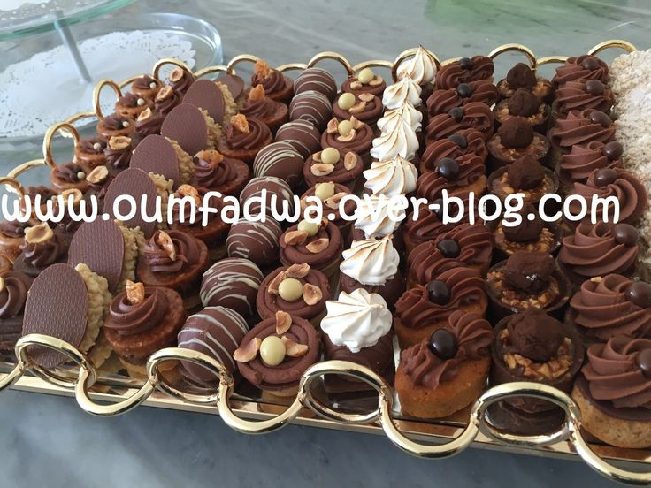 Je partage avec vous ma nouvelle collection. Une variété de petits gâteaux prestige récemment dégustée et admirée par des professionnels de la matière à Tanger.