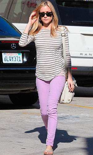 kristin cavallari is fantastic, she's pregnant and can still rock colored denim! isn't that lavender beautiful!
