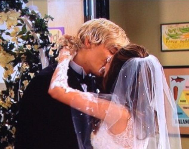 12 of the Most Iconic Disney Channel Kisses