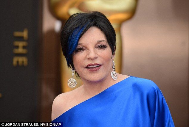 Liza Minelli sports blue hair streak ahead of Wizard Of Oz Oscars ...