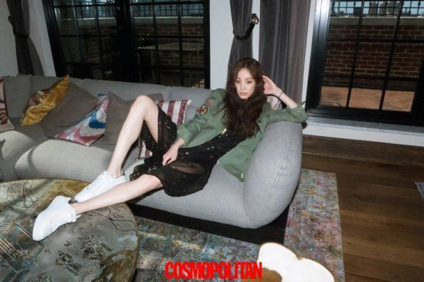 Jung Ryeo Won perfects the air of a fashionista in her new 'Cosmopolitan' shoot | allkpop.com