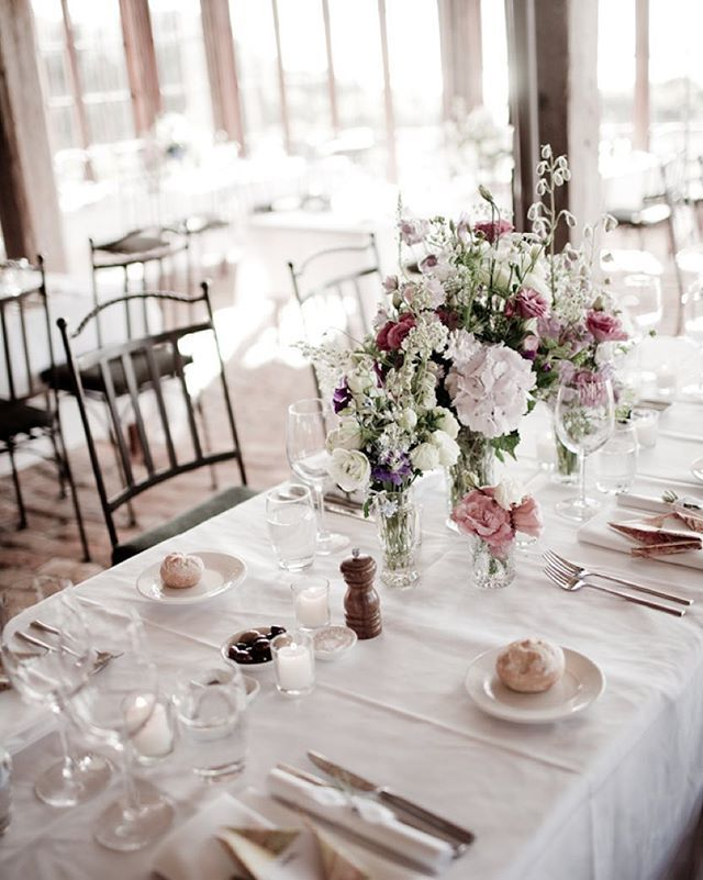 White and rose red accent in the table setting at Mudbrick Vineyard, by Wildflower at Waiheke Island, New Zealand.  #wedding #waiheke #mudbrickvineyard