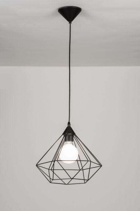 Závěsné industriální svítidlo ve tvaru diamantu. Konstrukce svítidla je drátěná v černé barvě. Top osvětlení roku 2015. Záruka 10 let. Vhodné pro: 1x