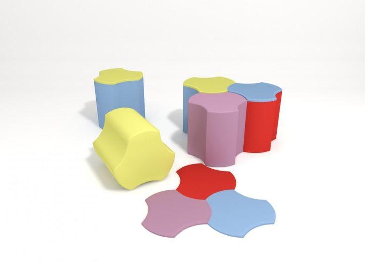 """""""PRINT"""" è una forma complementare, minima ed essenziale. In pianta, si può modulare come un puzzle, partendo da un singolo elemento (seduta), si possono creare sempre dalla stessa forma, combinazioni in linea, in diagonale e curvilinee, in grado di accoppiarsi tra di loro tramite la sua forma particolare. Anche il pianetto in legno verniciato ha la stessa impronta del pouf che invece è in tessuto imbottito a diversa densità. """"Print"""", ovunque si trova si crea lo spazio."""