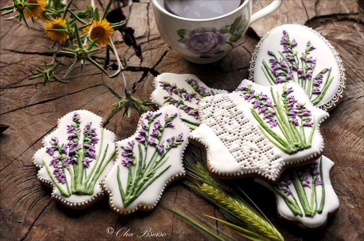 "Floral greetings ""منقار العصفور Sword-flag"" #gingerbread #botanical #floral #Spring #Amman #Jordan #cookieart #embroidery #الأردن #حب_الأردن #الربيع #عمان #ورد_بري #منقار_العصفور"