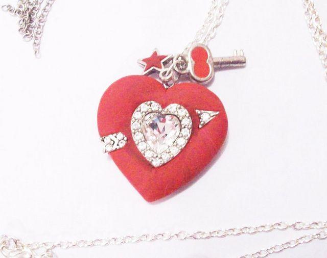 Collar con Dije de Corazón Flechado Escarlata | Flickr: partage de photos!