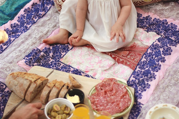 a family backyard picnic. via one claire day.: Backyard Picnic, Summer Bucket