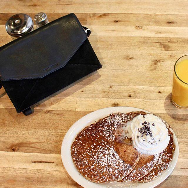 www.bydansti.com✨ #bydansti #bag #bags #envelopebag #purse #handbag #glutenfree #pancakes #whippedcream #chocolatechip #losangeles #breakfast #travel #holiday #juice #scandinavianstyle #scandinaviandesign #picoftheday #glutenfreetravel #black #suede #veske #nettbutikk #blog #vesker #semsketskinn #julegavetips