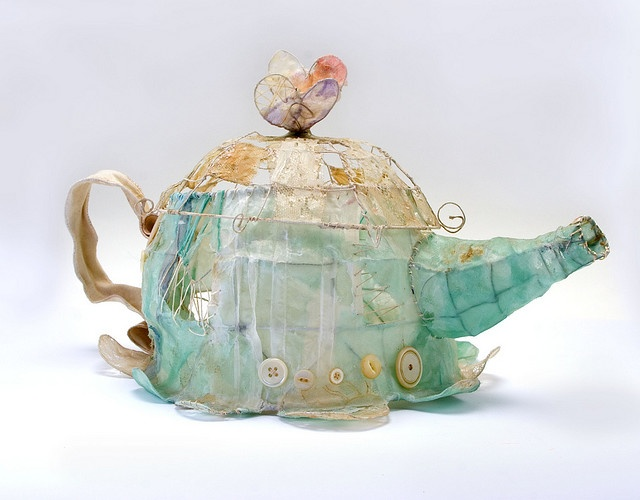 Priscilla Jones Textile Art Teapot  www.priscillajones.co.uk I have now discovered this form of art... I am thinking to try it or adapt it.