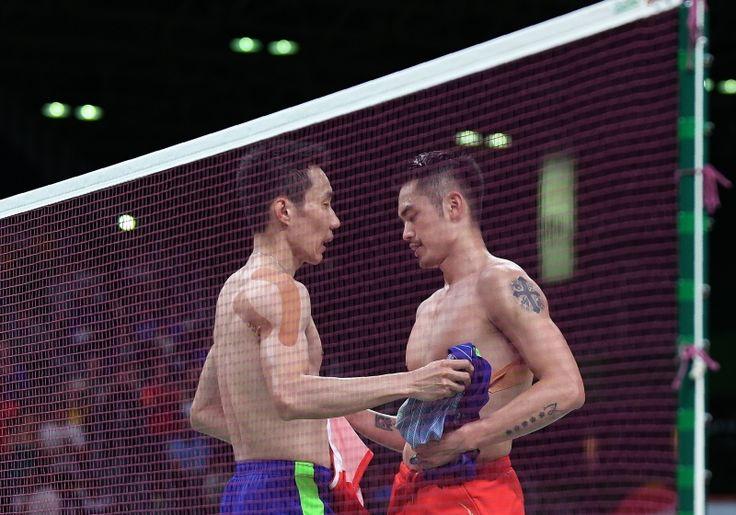 林丹和李宗伟,十几岁相识,交手37次,33岁仍在奥运赛场相遇;赛场外惺惺相惜,真诚关怀,输赢之外的友情令人感动。他们一路见证对方的成长,成就了彼此的伟大。