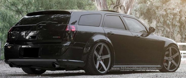 Modified Dodge Magnum 5-door station wagon SRT-