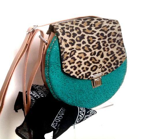 #Bolso Redondo Pin-Up. Bolso de #piel redondo.   Tienda Online de Artesanía. Bolso de diseño #vintage #hechoamano y disponible en nuestra tienda online www.manosesmas.com