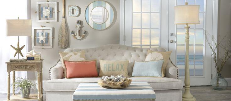 O estilo náutico - também chamado de navy - vem ganhando cada vez mais espaço quando o assunto é decoração. Compõem-se de elementos que remetem ao mar e tem como predominância a cor azul marinho, branco, vermelho e claro, as famosas estampas listradas, criando assim ambientes aconchegantes e cheios de referências. Pequenos detalhes podem ajudar a deixar este tipo de decoração ainda mais completa, esbanjando estilo e bom gosto! ⛵💙