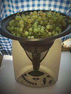 Im #Thermomix ganz leicht Früchte #entsaften! Aus 1,5 kg #Weintrauben werden über 1 Liter Saft!