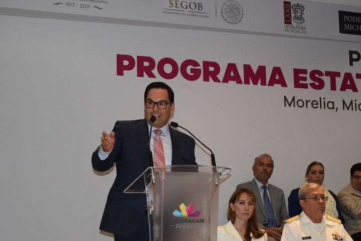 Lo anterior durante su discurso en la presentación del Programa Estatal de Derechos Humanos del gobierno de Michoacán, espacio en el que enfatizó la necesidad de establecer alianzas para enfrentar los problemas y retos en la materia y lograr una defensa efectiva