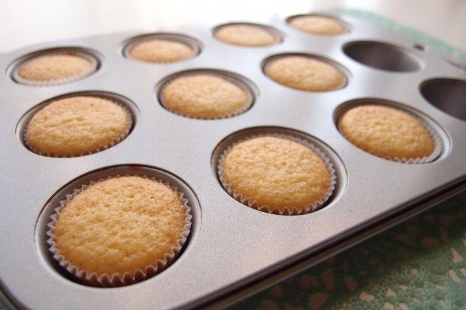デコレーション用のカップケーキをきれいな平らに焼く方法 (カップケーキの作り方・その3) – My Cup of Tea