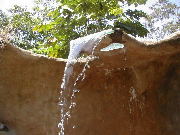 Detalle caída de agua ducha baño roca. Si quieres ver más, visita OneDreamArt.com