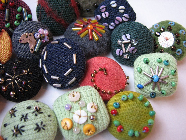 päällystettyjä nappeja - buttons  Old (ugly) buttons  Pieces of left over fabric  beads from broken jewelry  Pieces from broken watches