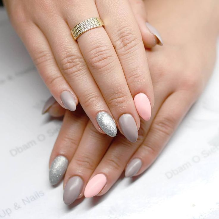 Beautiful, delicate hybrid manicure made by Dbam o Siebie z BIRD Make-up & Nails Semilac: 144,140,130
