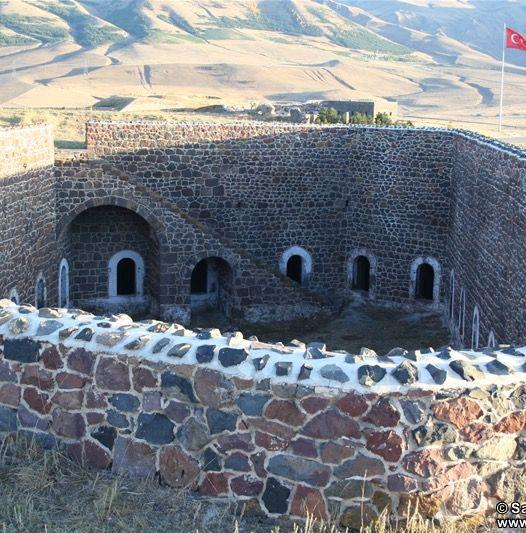 Aziziye tabyası/Erzurum/// Aziziye Tabyası, 1877 - 1878 Osmanlı - Rus Savaşı'nda (93 Harbi) çarpışmalara sahne olan tabya.