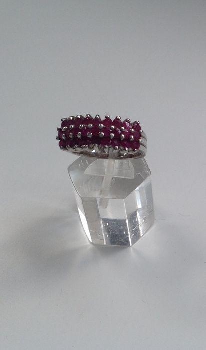 Nu in de #Catawiki veilingen: Zilveren ring met 27 robijnen