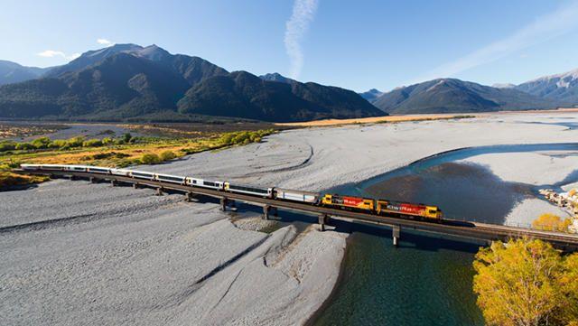 TranzAlpine train Waimakariri River