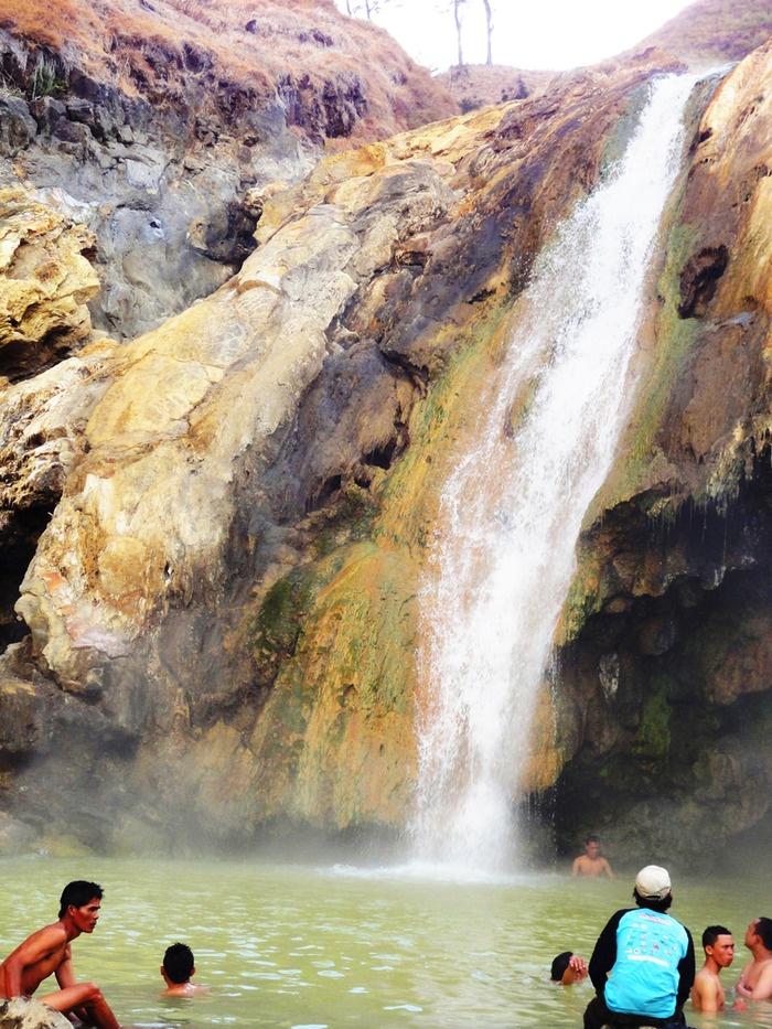 The natural hot spring near Segara Anak Lake. Photo by Rini Raharjanti