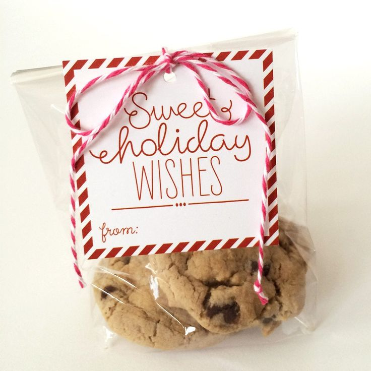 Sweet Holiday Wishes Christmas tags. These are sweet and easy to package up homemade goodies to friends, neighbors and for a hostess gift! Tis the season for baking goods and give to loved ones. . Pac