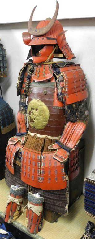 Tetsu shu urushi nuri 44-ken suji bachi kabuto, ganryuu mon tetsu sabiji tureyamamichi 2-mai dou gusoku.