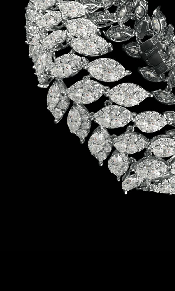 The Damiani designers and craftsmen were entrusted with the difficult task of enhancing the features of the pear and marquise cuts of the diamond.