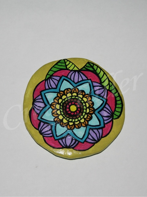 Imán Mandala  Técnica: papel maché + pintura acrílico diametro 7,5 cm