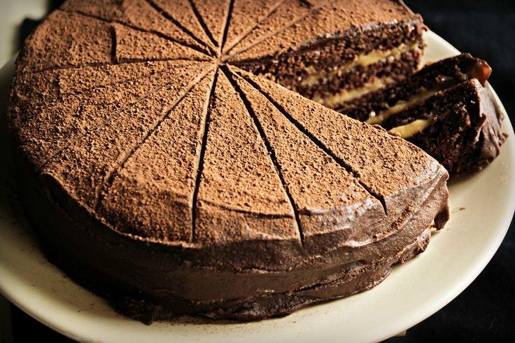 Κέικ Σοκολάτας Γεμιστό με Καραμέλα