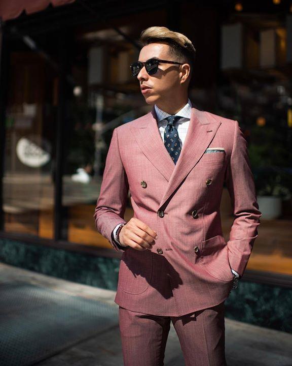 80bc677e79 A tökéletes dupla soros öltöny és a színek egysége is példamutató. Így kell  ezt. #TSL #tslstyle #stílustippek