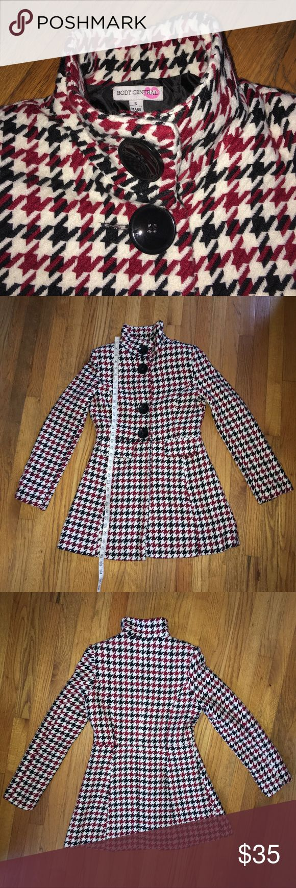 Body Central Houndstooth Coat. Body Central Houndstooth Coat. Front pockets with flaps. In good preowned condition. See photos for material and measurements. Sadly this is way too big for me. I acquired this secondhand and see no major issues. ❌Sorry, No Trades❌ Body Central Jackets & Coats