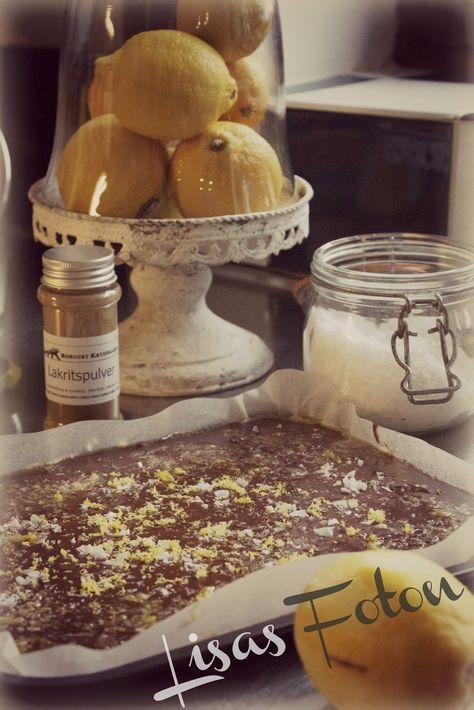 Lakritskola med citron och flingsalt (Recept från tidningen Lantliv) Underbar mörk kola med både smak av choklad och lakrits....