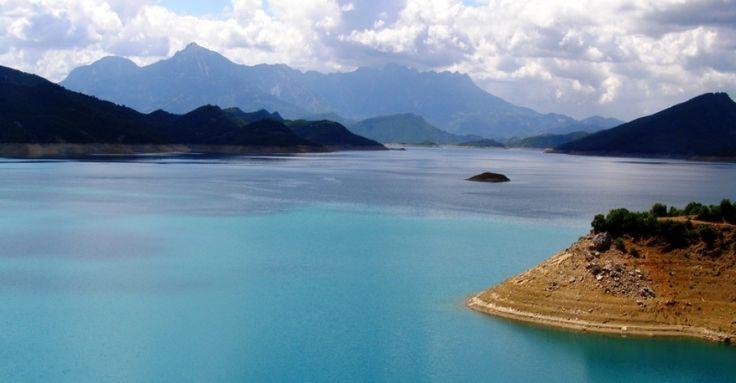 Kremasta lake