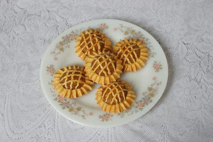 Peranakan pineapple jam tarts...the traditional way...Yum..!!