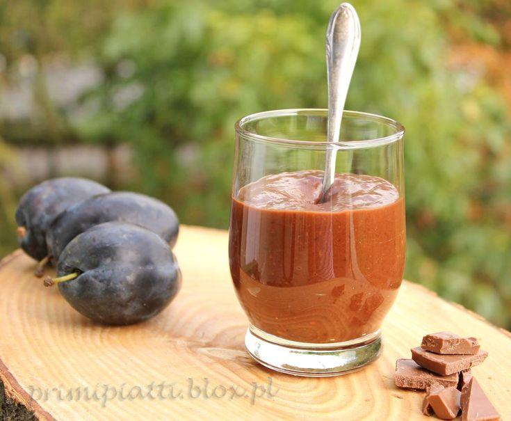 Czekośliwka, czyli czekolada i śliwka zamknięte w jednym słoiku  Czekośliwka – słodka i miła odmiana tradycyjnych powideł śliwkowych ( choć i tak uważam, że tradycyjne powidła są niezastąpione). Znakomicie nadaje się do naleśników, gofrów czy tostów. Warto mieć parę słoiczków na zimę 🙂   Czekośliwka: – 1 kg śliwek – szklanka cukru – …