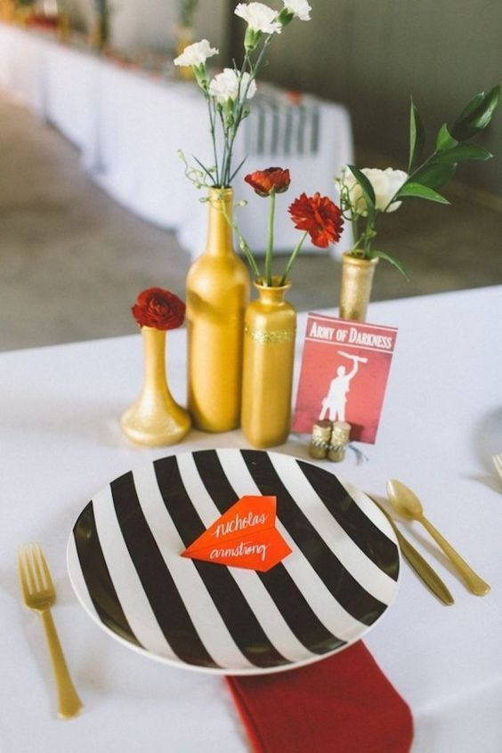 Striped plates: http://www.stylemepretty.com/2014/10/03/8-ways-to-use-stripes-in-your-wedding/ | Courtesy of Bridal Musings::
