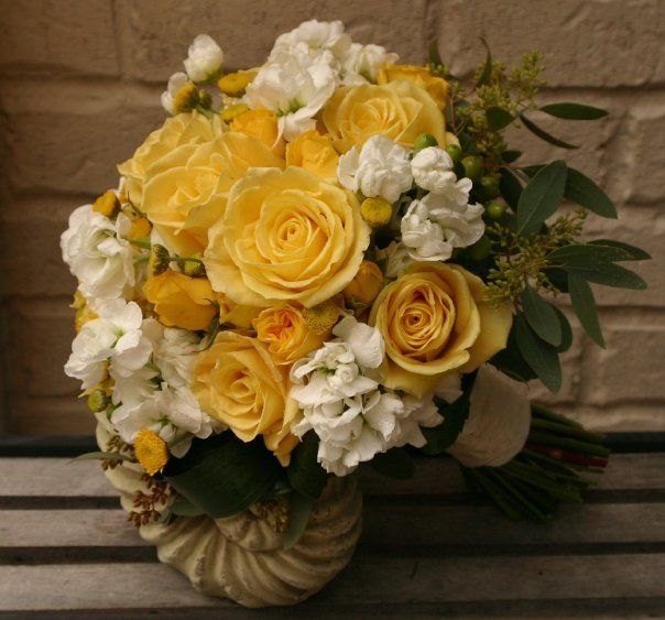i like the mix of spray and regular roses
