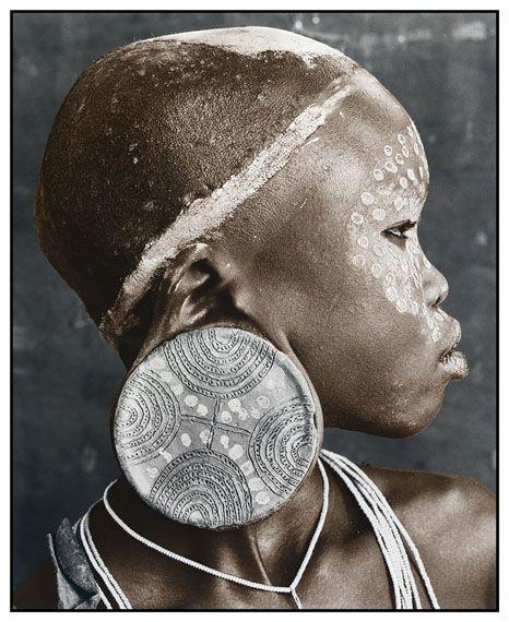 Nale (18), Sure Tribe, Ethiopia 2010 Silver Gelatin Print, toned Edition of 10 50 x 60 cm, 77 x 86 cm © Jan C. Schlegel / Courtesy of Bernheimer Fine Art Photography