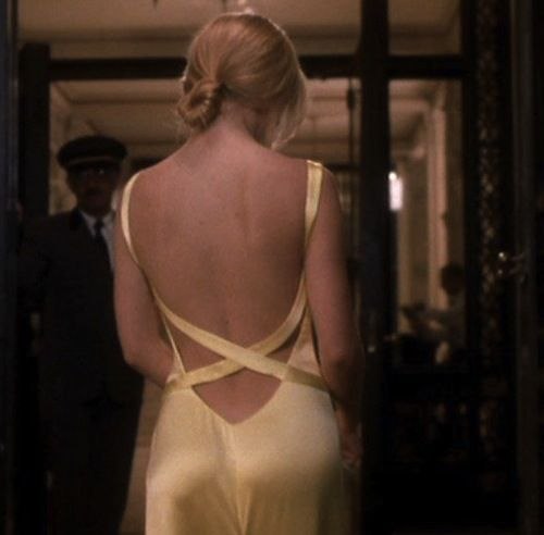 Kate Hudson in How To Lose A Guy In 10 Days - I can't forget this yellow dress. I LOVE her hair in this scene
