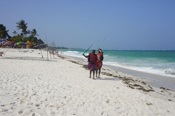 Beach Maasai walking on the shoreline ~~ Beach Maasai che camminano sul litorale