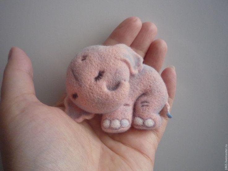 """Купить Авторская брошь """"Спящий розовый слоненок"""" - розовый, слоненок, брошь, авторская бижутерия"""