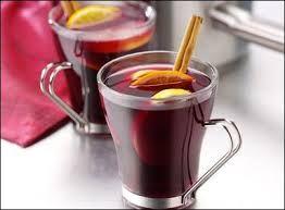 Puncs:1 liter almalé, fél üveg rum, 1 üveg portói vörösbor, 50 g barnacukor, méz, fahéj, kis szerecsendió, reszelt citromhéj, esetleg ananászlé 3,5dl.