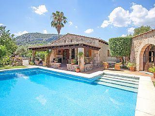 Villa Alyvos -  a villa that sleeps 8 guests  in 4 bedrooms